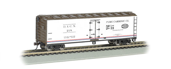 Bachmann 19805 HO Pure Carbonic Co. DICX 40' Wood Reefer