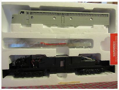 Life Like 8129 HO Undecorated E8/9 Diesel Locomotive