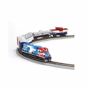 Athearn 29311 HO Grand Trunk/Bicentennial GP38-2 Iron Horse Train Set