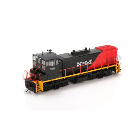Athearn G66246 HO NdeM MP15AC with DCC & Sound Boxcar #9821
