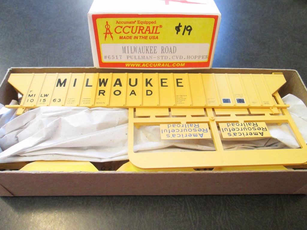Accurail 6517 HO Pullman-Standard-4750 CuFt Grain Hoppers - Milwaukee Road #101563