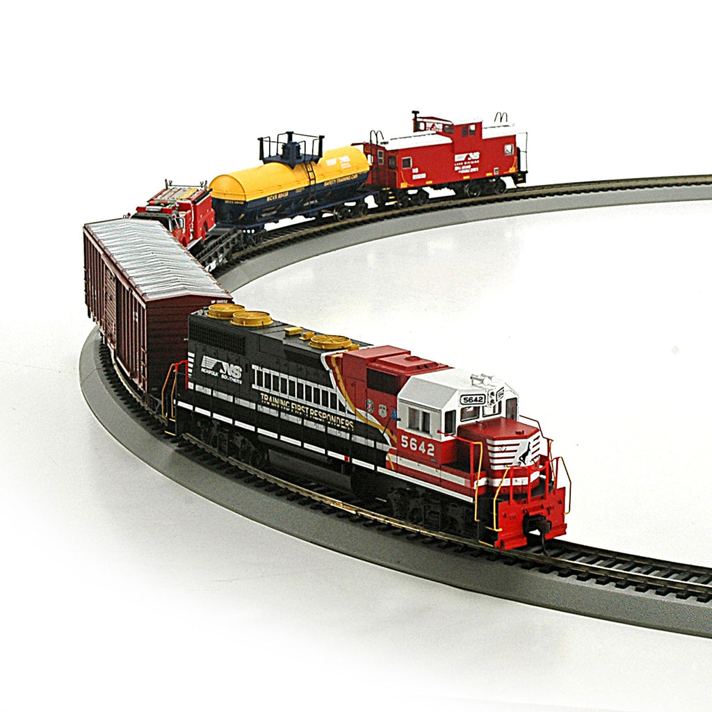 Roundhouse 14264 HO Norfolk Southern First Responder Train Set