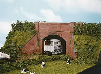 Wills Kits SS53 HO Brick Arch Bridge, Complete with Abutments Plastic Kit