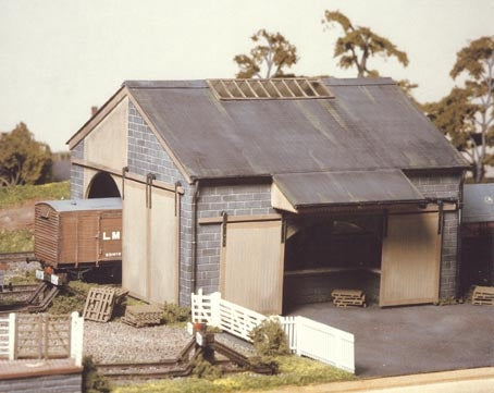 Ratio 534 HO Large Stone Goods Shed Kit