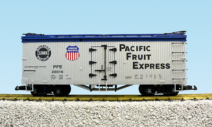 USA Trains R16005B G PFE SP/UP U.S. Refrigerator Cars (Silver/Blue) #20014