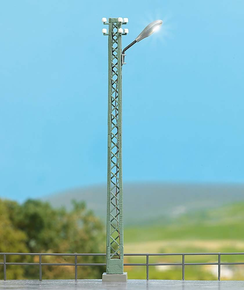 Busch 4151 HO Industrial Lattice-Mast Lamp