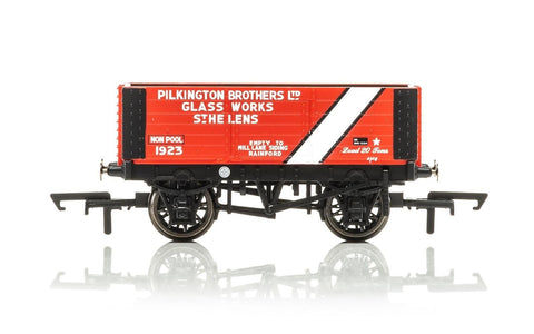 Hornby R6870 OO Pilkington Brothers Era 3 6-Plank Wagon