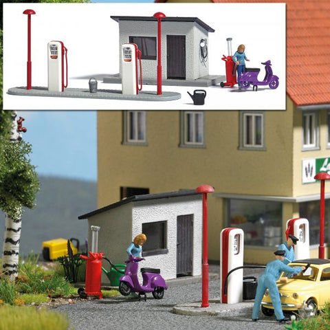 Busch 7832 HO Gas Station and Scooter Miniature Scene