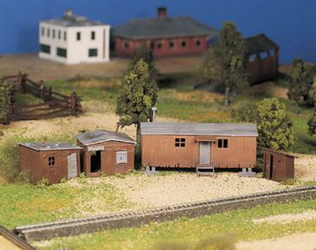 Bachmann 45983 O Hobo Jungle - Shacks, Boxcar & Outhouse Classic Building Kit