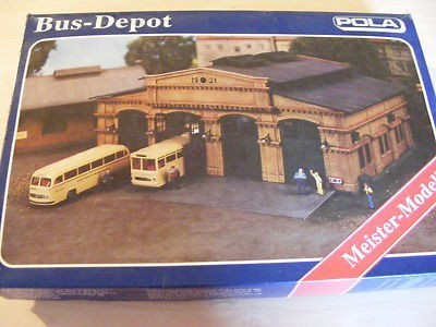 Pola 678 HO Bus Depot Building Kit