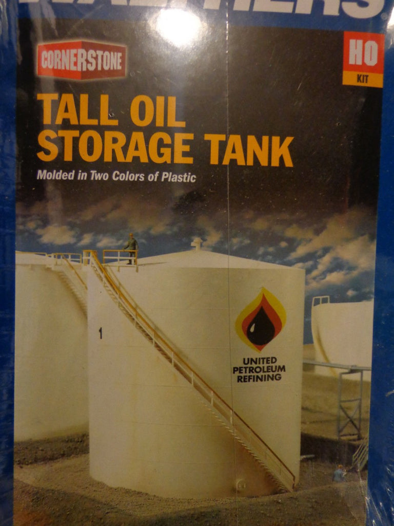 Walthers 933-3168 HO Scale Tall Storage Tank with Retention Berms