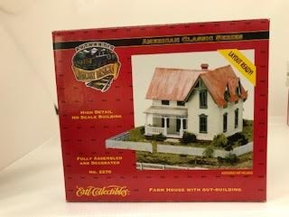 Ertl 2270 HO Farm House with Out Building Built Up