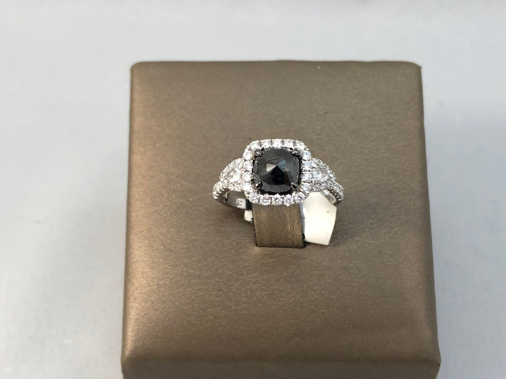 18KT BLACK AND WHITE DIAMOND RING