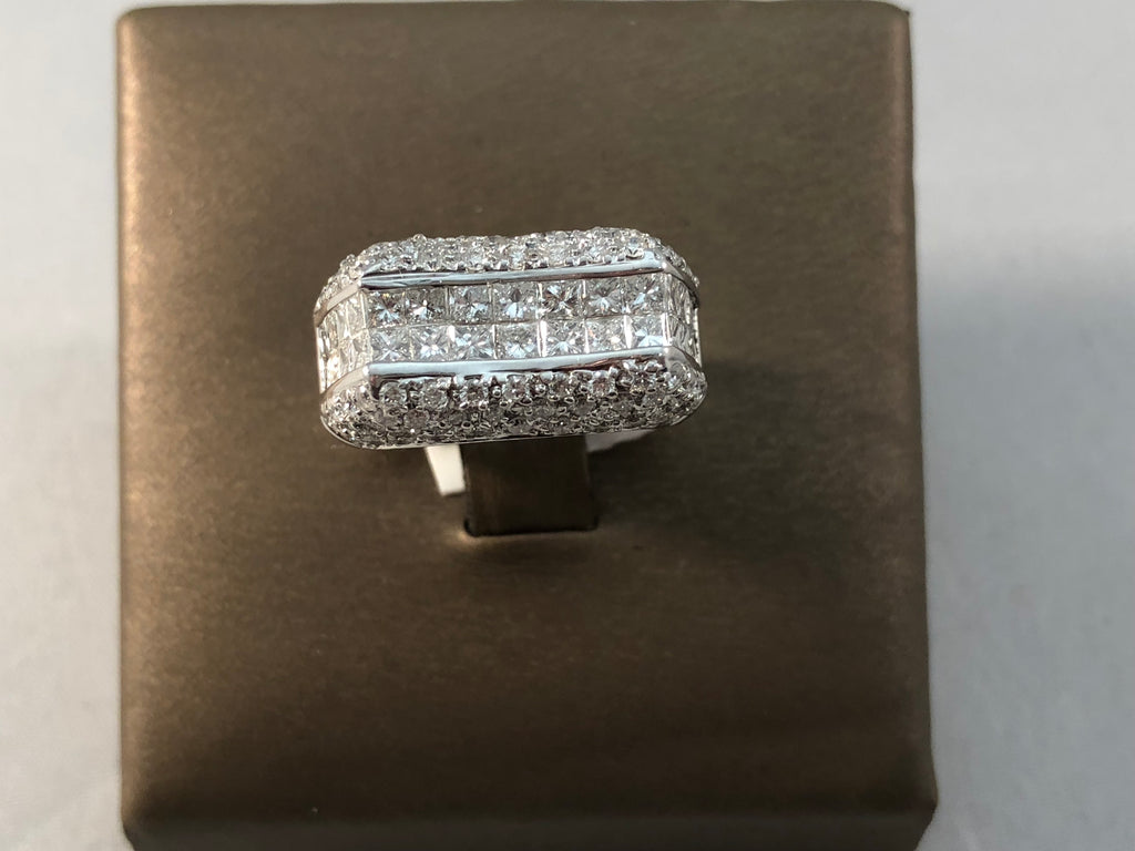 18KT WG PRINCESS AND ROUND DIAMOND FASHION RING