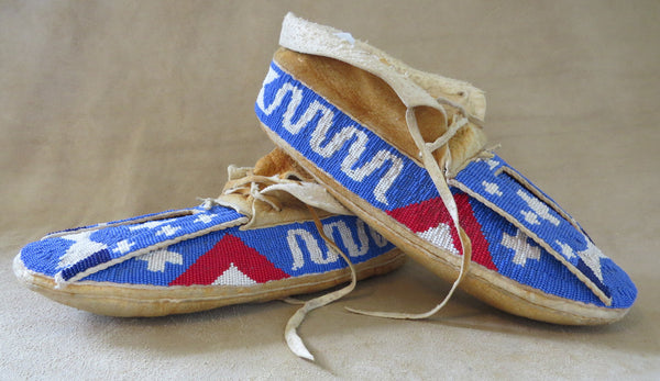 9781 Vintage 1950's Sioux Beaded Moccasins