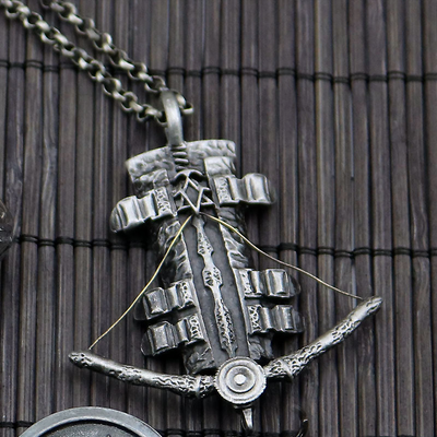 Limited Edition Assassin's Creed Black Flag Ring Sleeve Arrow Pendant Necklace Set
