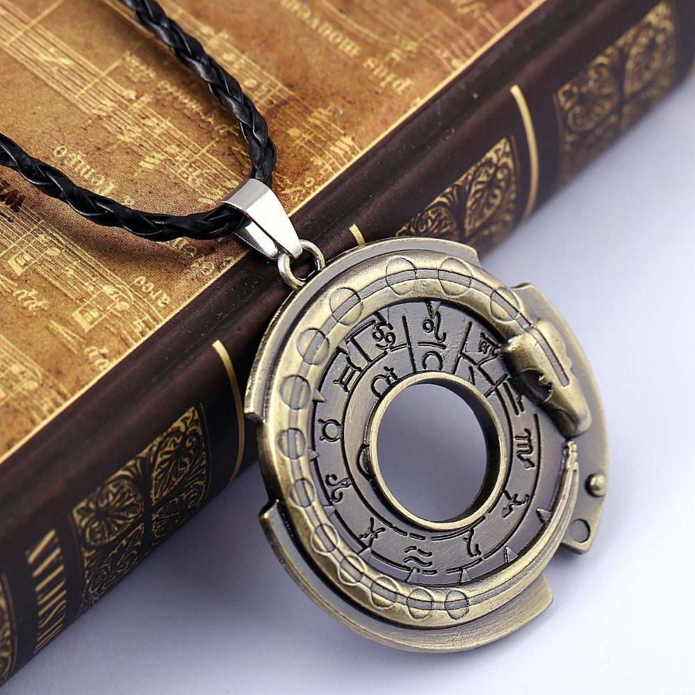 ZIDOM Cool Mens Jewelry Game Assassins Creed Connor Amulet Necklace Round  Pendant Rope Chain Necklace For