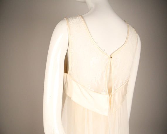 D156- 1960s Wedding Dress