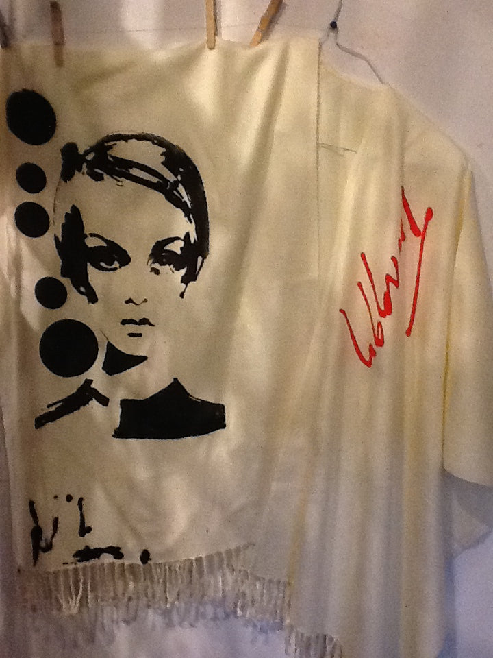 Poncho Pop Art Twiggy