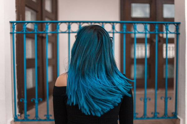 Best all-natural shampoo: woman with dyed-blue hair