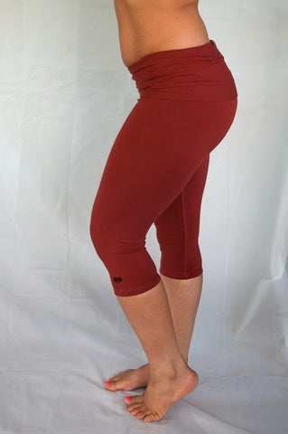 Rust solid colored rust 3/4 length Yoga Pants have a fold over waist that is adjustable to fit a longer torso or be worn lower on the hips. Soft 90% cotton and 10% spandex.