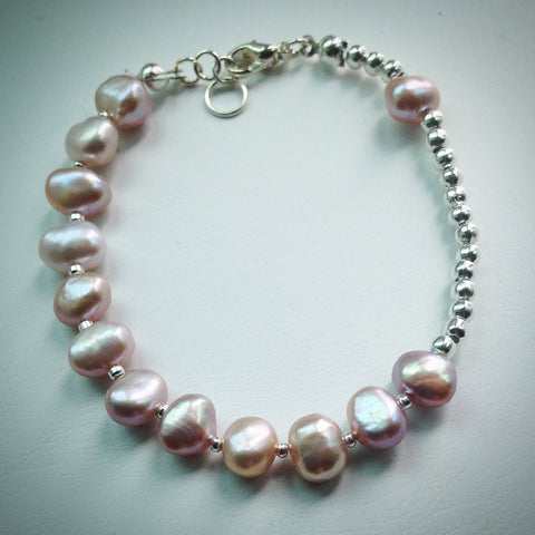 Beaded bracelet with Pink Freshwater Pearls and Silver Beads - eDgE dEsiGn London