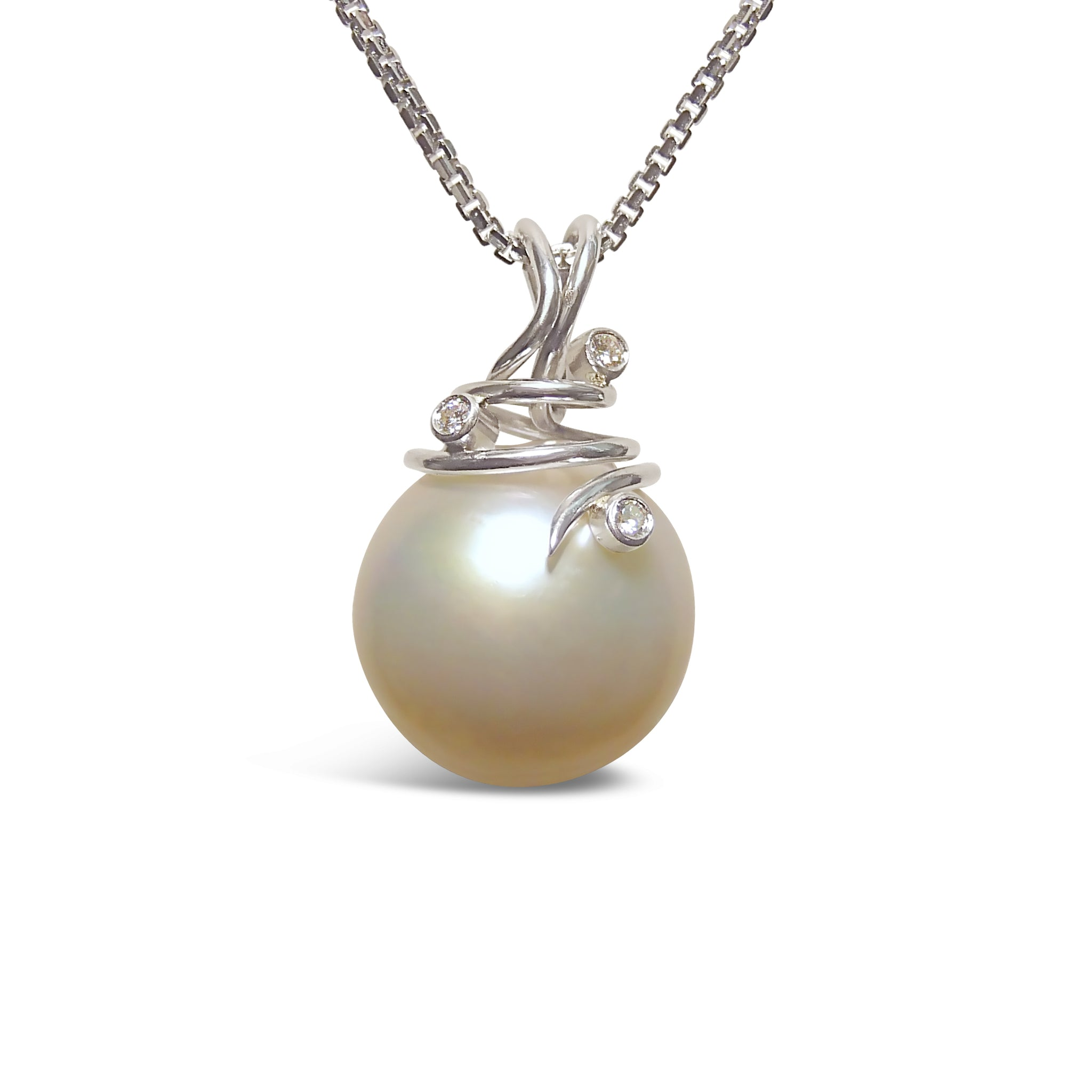 natural pearl in tahitian diamond gold pendant drop white