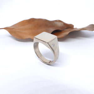 Signet ring white gold