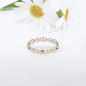 Aphrodite: Diamond wedding band in white gold