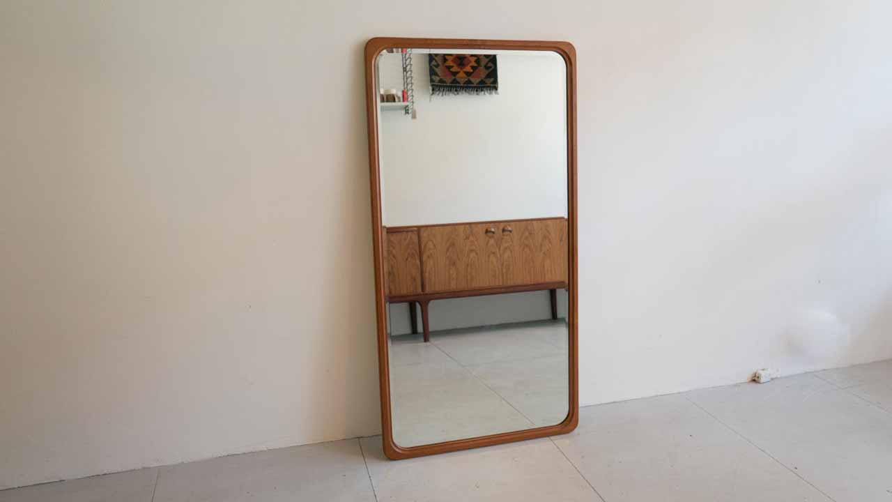 using a mirror to create a sense of space