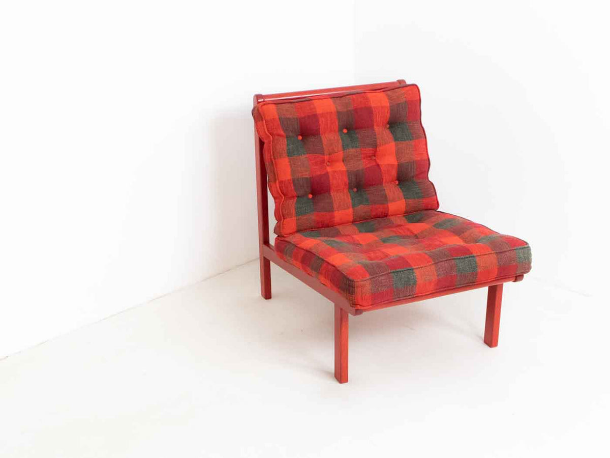 Vintage red lounge chair