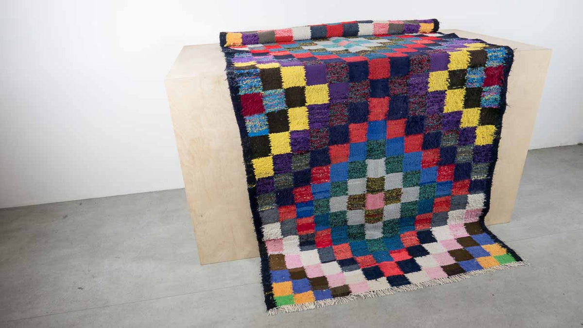 Kilim rug with dark edging