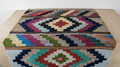 Kilim rug alternating pattern