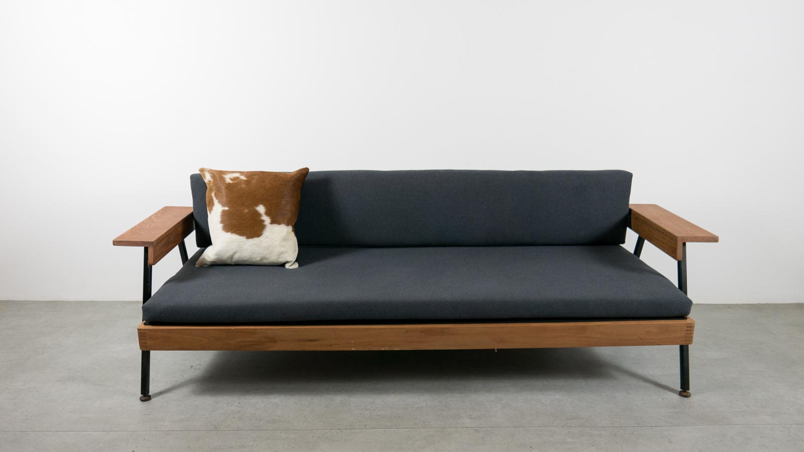 Picture of: Ebtd Mid Century Modern Single Sofa Bed Everythingbutthedog