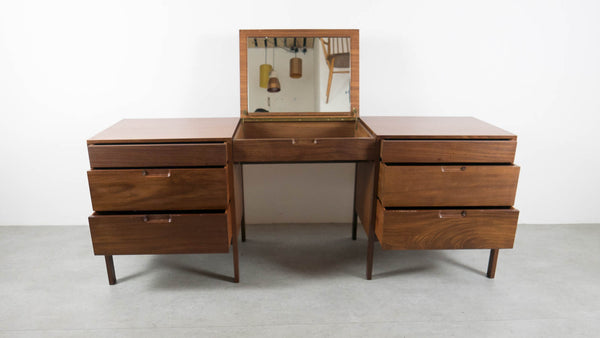 Richard Hornby dressing table