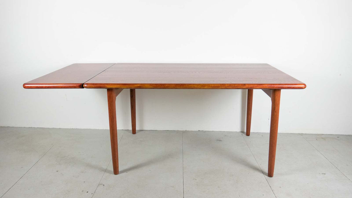 Møller mid-century oak table
