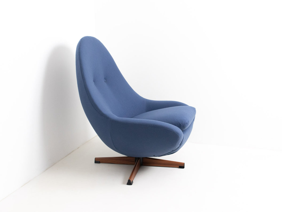 Vintage mid century egg chair