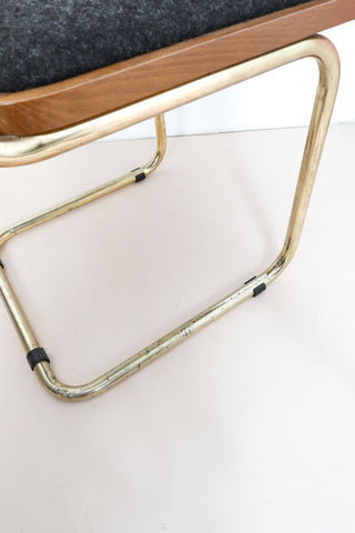 Retro cantilever chair