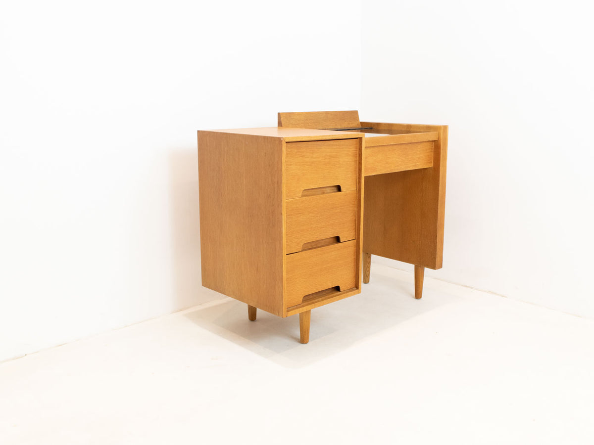 Stag C-Range Dressing table