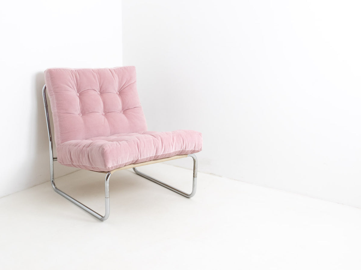 Retro pink lounge chair