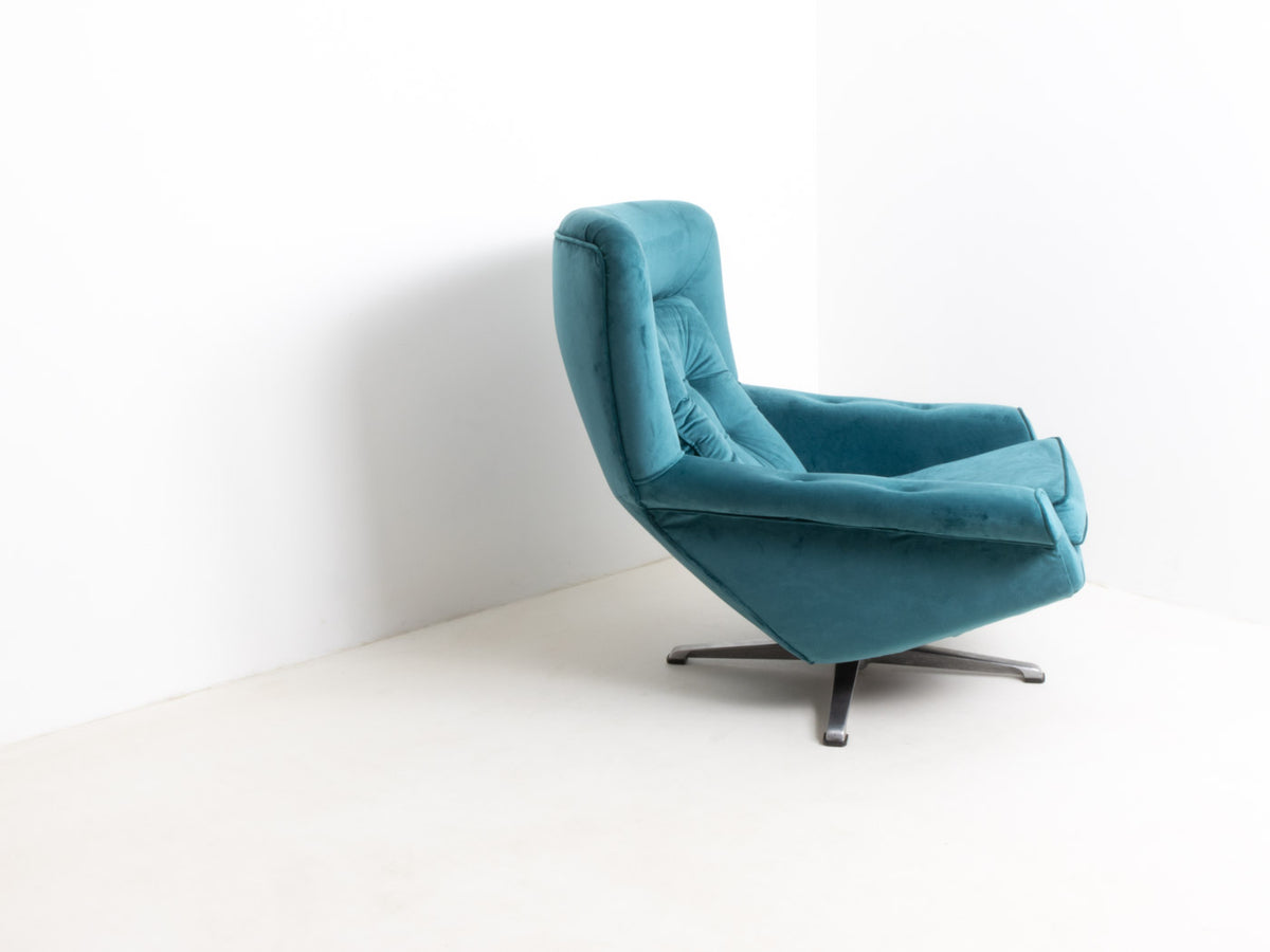Velvet egg chair