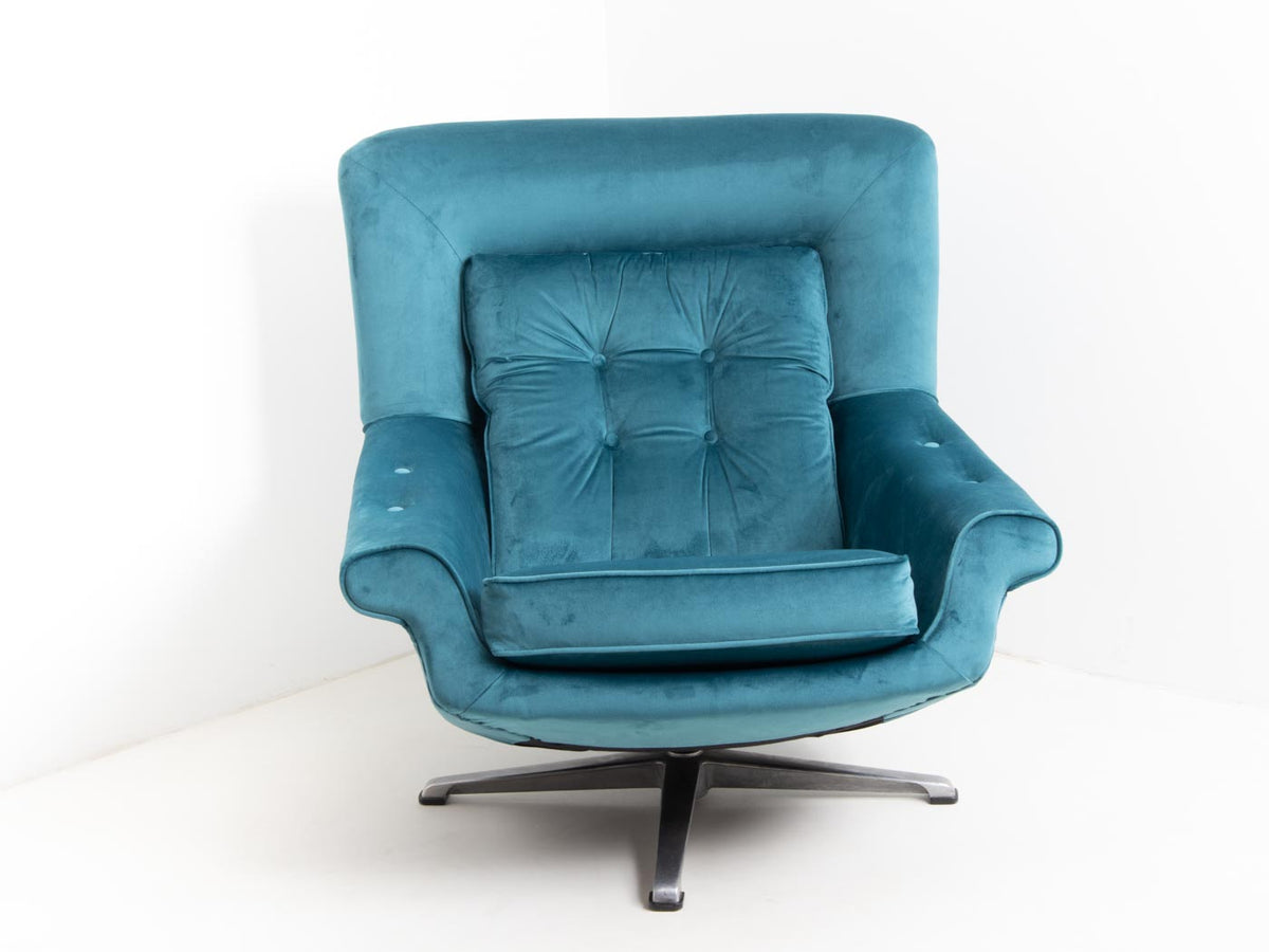 Retro velvet egg chair