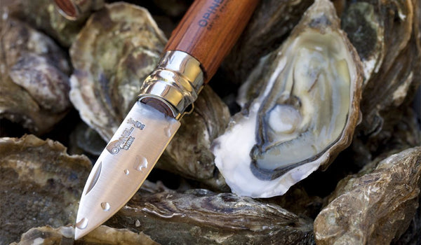 Beautifully crafted oyster knife for shell fish, made in france. The original oyster knife. Wooden handle. Stainless steel blade with sharp tip. Makes a beautiful gift.