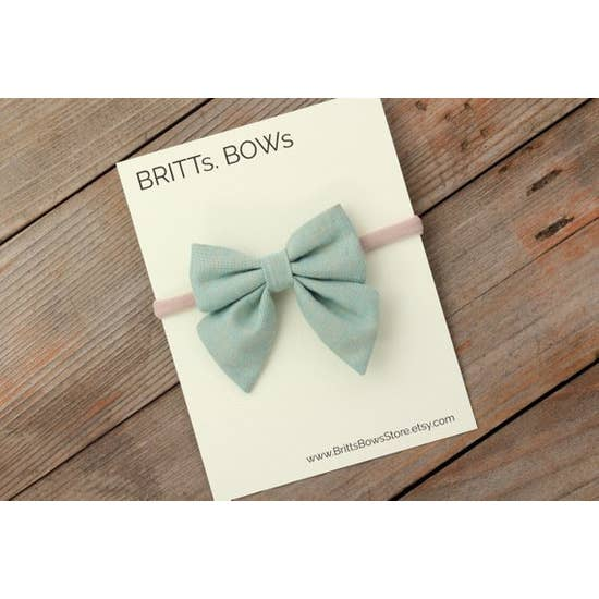 ali  pale green baby bow