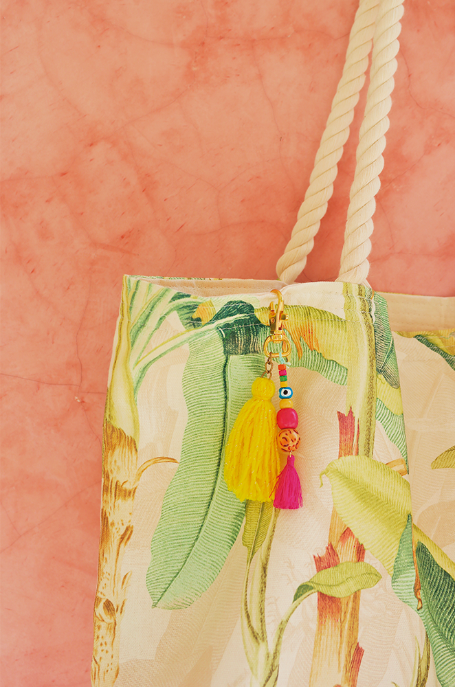 OVERSIZED BEACH BAG WITH TASSEL CHARM