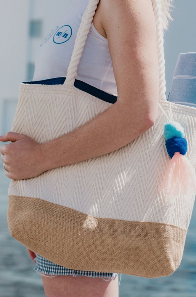 beach bag with pom pom