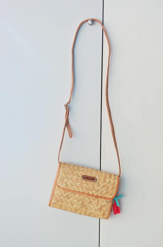 Straw handbag with leather handles