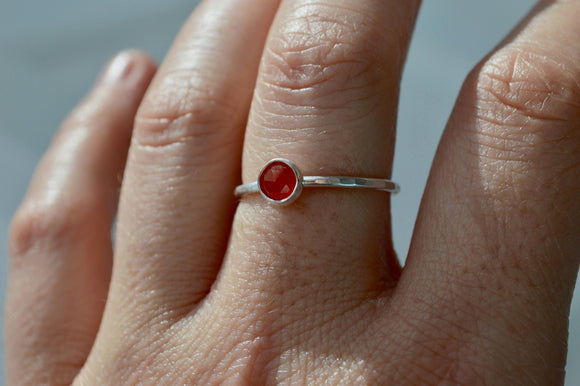 Onyx Ring, Silver Ring, Stacking Ring, Red Onyx Ring, 5mm onyx Ring, Gemstone Ring, Hammered Silver RIng, Sterling Silver Stacking Ring