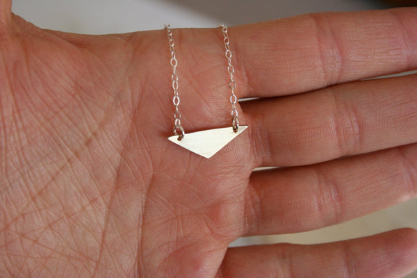 Simple Gold Triangle Necklace, geometric Necklace, Geometric Jewelry, Triangle Jewelry, Minimal Jewelry, Modern Jewelry, Everyday Necklace