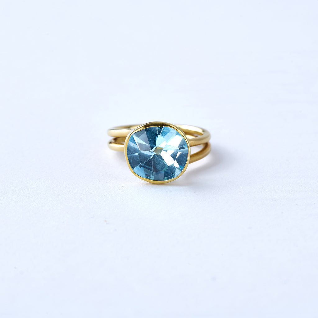Yellow Gold and Aquamarine Ring